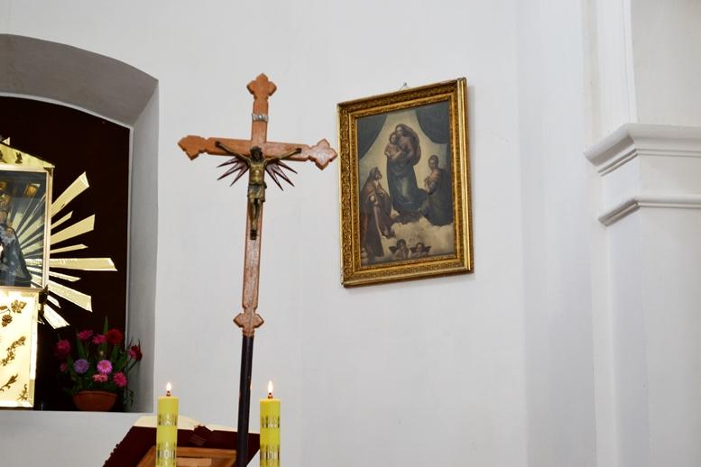 DSC 2747 - Голі ноги, непокрита голова, сидячи: звичаї католиків, які вражають православних (ФОТО)