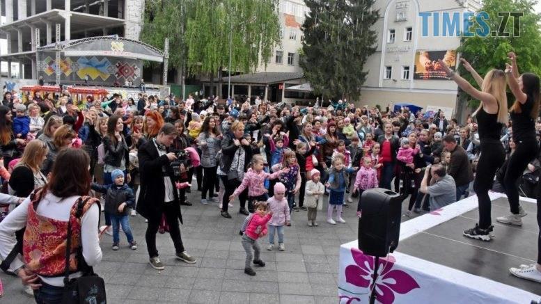 DSC 4804 1024x682 777x437 - До Дня матері в Житомирі встановили танцювальний рекорд
