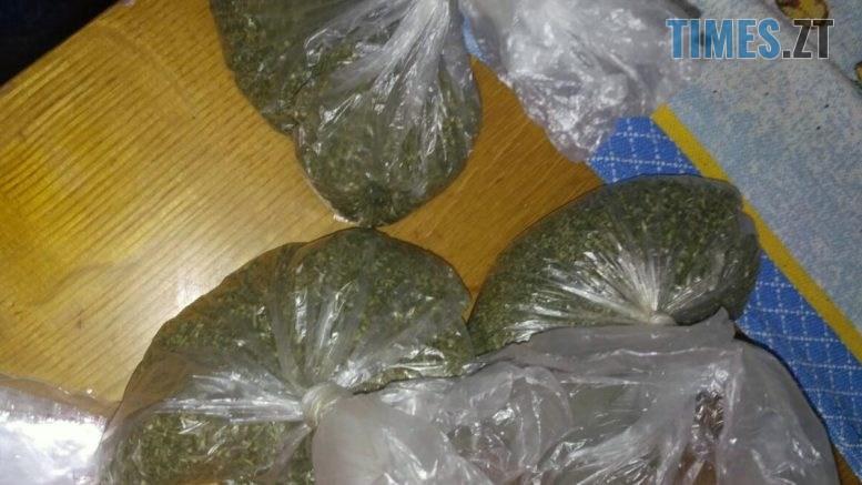 nark Kor 1505 5 777x437 - В Коростишеві правоохоронці вилучили з будинку ділка понад 3 кг наркотиків