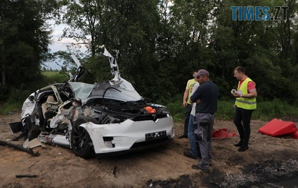 2346285 - Смерть на житомирській трасі: Tesla протаранив водовоз