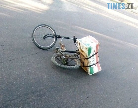 61591512 2165861563636268 2026333242033963008 n 557x437 - Під час ДТП у Житомирі велосипедист головою розбив скло автомобіля (ФОТО/ВІДЕО)