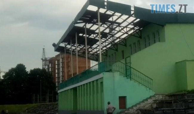 61973899 2167198766835881 2354241926225461248 n - В Житомирі ураган зривав дахи з будівель та валив дерева (ФОТО)