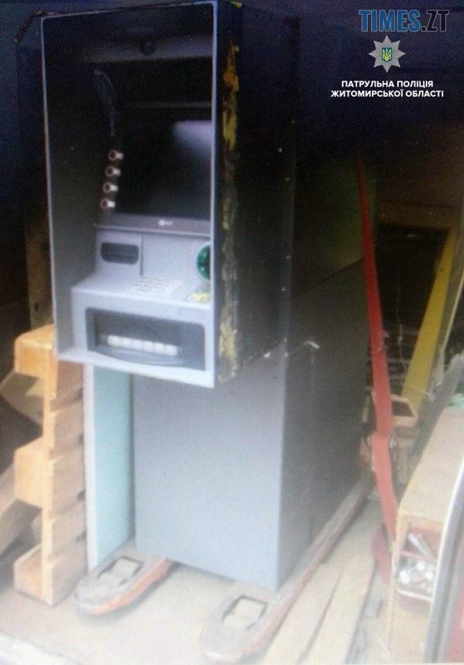 62242749 891716581164782 7514655238427508736 n - Житомирські патрульні затримали автомобіль із банкоматом у салоні (ФОТО)