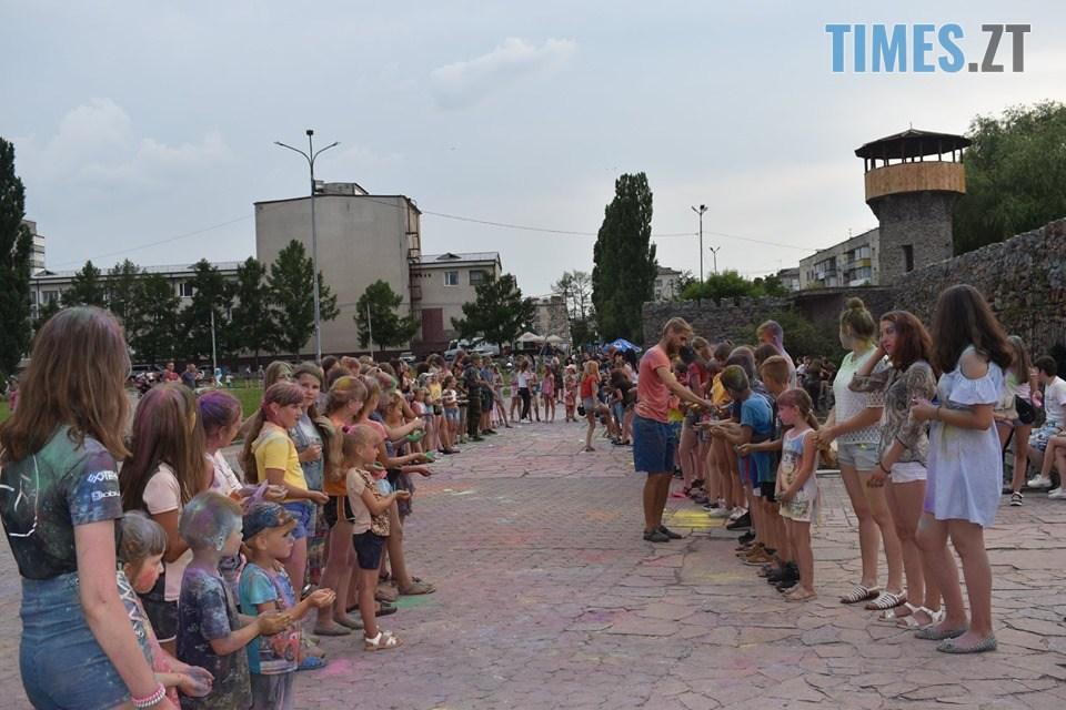 65208028 2341577682836602 1354909366951608320 n - До Дня молоді у Новограді-Волинському відбулося Свято фарб (ФОТО)