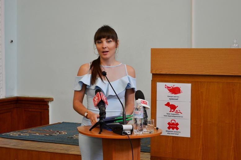 DSC 0026 - «Злочинна» приватизація готелю «Житомир»: невідомий АТОшник влаштував дебош у міськраді (ФОТО)