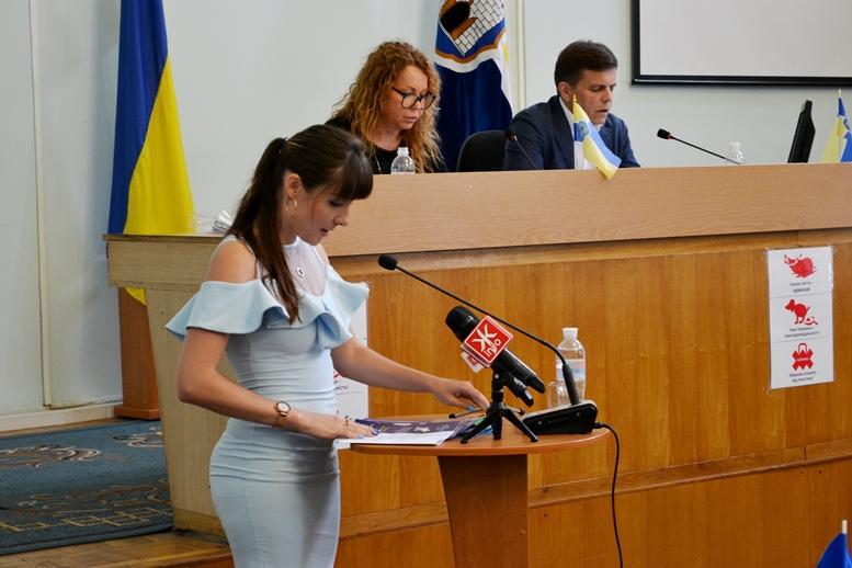 DSC 0027 - «Злочинна» приватизація готелю «Житомир»: невідомий АТОшник влаштував дебош у міськраді (ФОТО)
