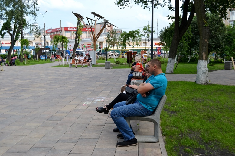 DSC 0040 - «А де бомжі?..» Житомирський диво-сквер: що хороше і що погане ми там побачили (ФОТО)