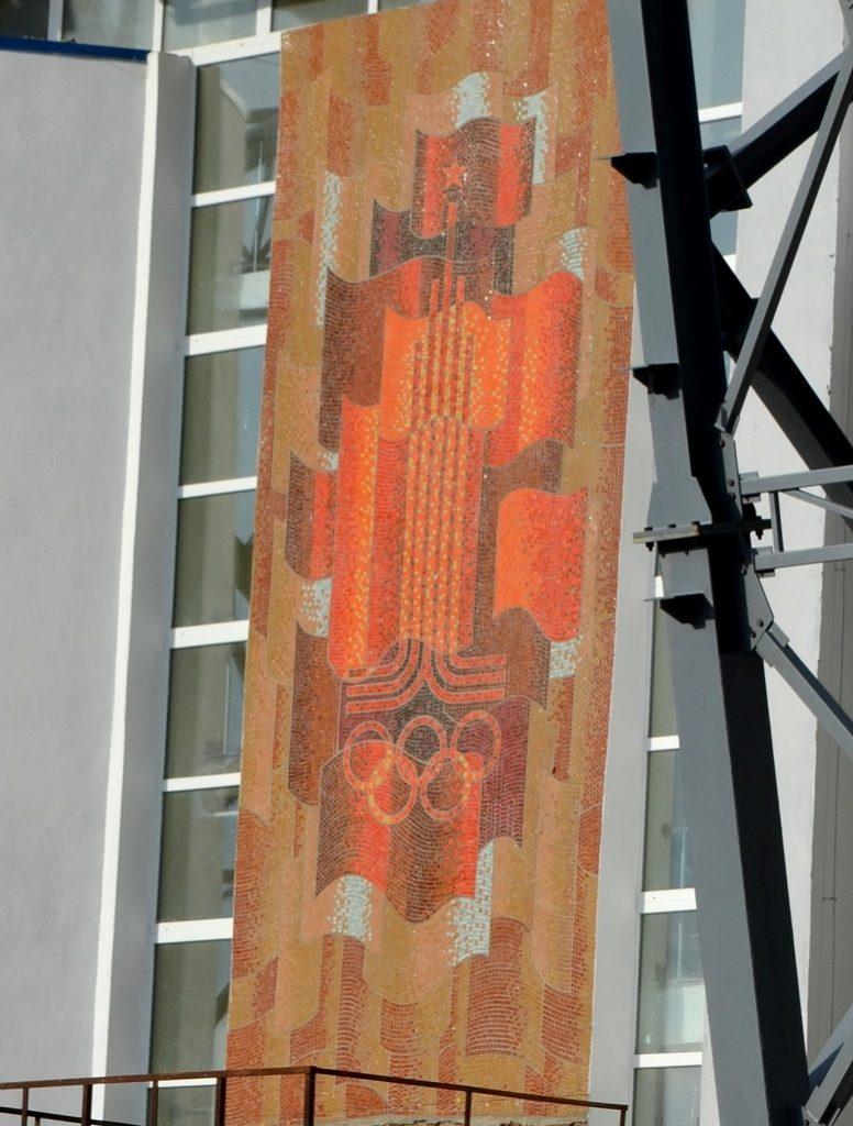 DSC 0201 776x1024 - Червоні кільця 5 шт.: Житомир отримає стадіон з шизофренічною радянською мозаїкою (ФОТО)
