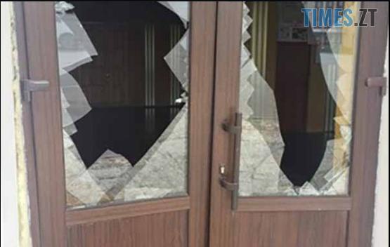 """Screenshot 13 - На Житомирщині автомобіль """"Таврія"""" протаранив районний будинок культури"""