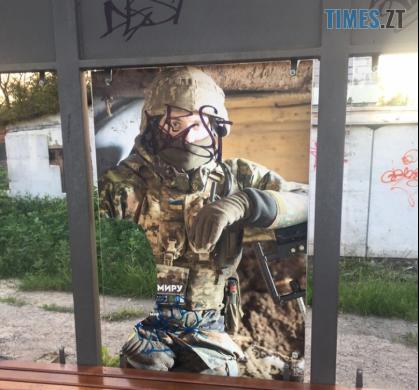 Screenshot 15 - На зупинці в Житомирі вандали вкотре пошкодили плакат військового