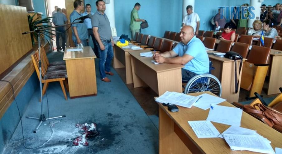 Screenshot 18 2 - У Бердичеві підприємець підпалив себе у приміщенні міськради (ВІДЕО,ФОТО)