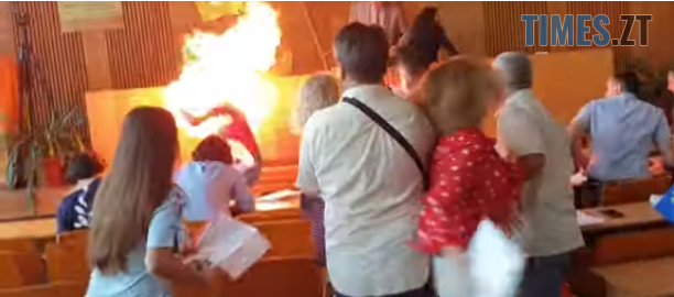 Screenshot 30 1 - У мережі опублікували моторошне відео самопідпалу бердичівського бізнесмена (ВІДЕО)