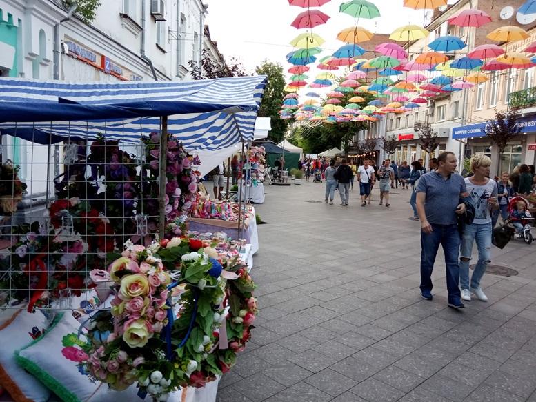 01 6 - За які кошти колишній чиновник Гундич два дні «фестивалив» на Михайлівській? (ФОТО, ВІДЕО)