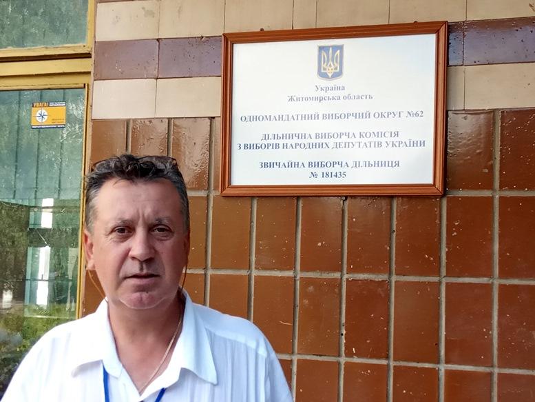 07 4 - «Зайшов у кабінку і майже одразу вибіг…» Як голосували у Житомирі 21 липня (ФОТО)