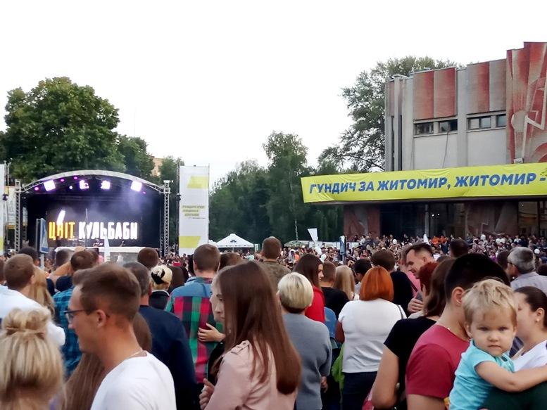 08 2 - За які кошти колишній чиновник Гундич два дні «фестивалив» на Михайлівській? (ФОТО, ВІДЕО)