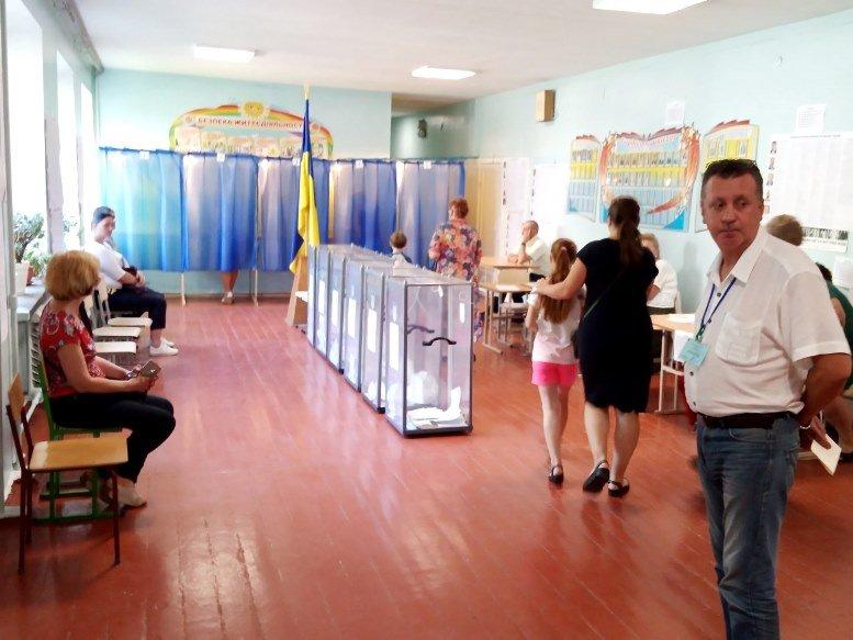 08 4 - «Зайшов у кабінку і майже одразу вибіг…» Як голосували у Житомирі 21 липня (ФОТО)