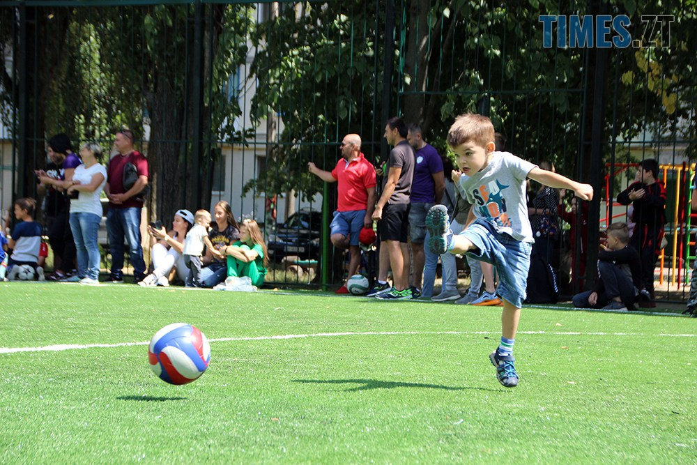 4 - Тепер у дворі Бориса Тена 100 та 102 є нове футбольне поле, - Борислав Розенблат (ВІДЕО, ФОТО)