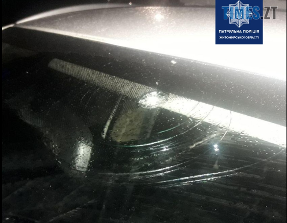 Screenshot 25 1 562x437 - У Житомирі затримали чоловіка, який розгромив патрульне авто