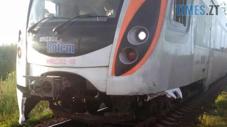 interciti 1 777x437 - На Житомирщині потяг протаранив автомобіль Mercedes (ФОТО)
