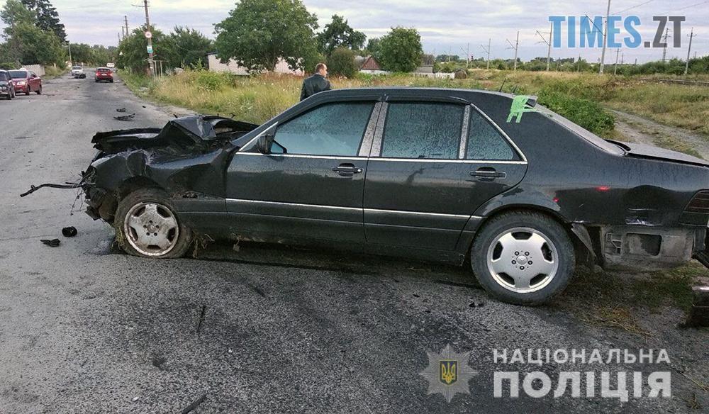 interciti 4 - На Житомирщині потяг протаранив автомобіль Mercedes (ФОТО)