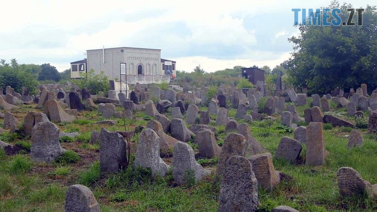 kladovyshche 777x437 - У відпустку на єврейське кладовище в Бердичеві (ВІДЕО)