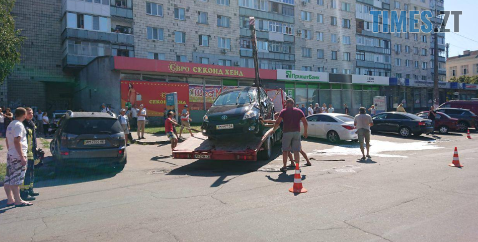 Screenshot 19 2 - У центрі Житомира під час ДТП загорілося авто (ФОТО)