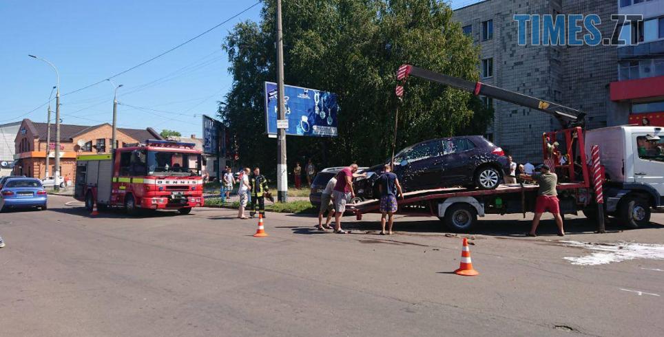 Screenshot 20 2 - У центрі Житомира під час ДТП загорілося авто (ФОТО)