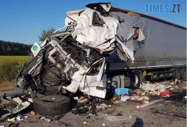 Screenshot 35 2 - Моторошна ДТП на Житомирщині: унаслідок потужного зіткнення двох вантажівок загинули водії (ФОТО)