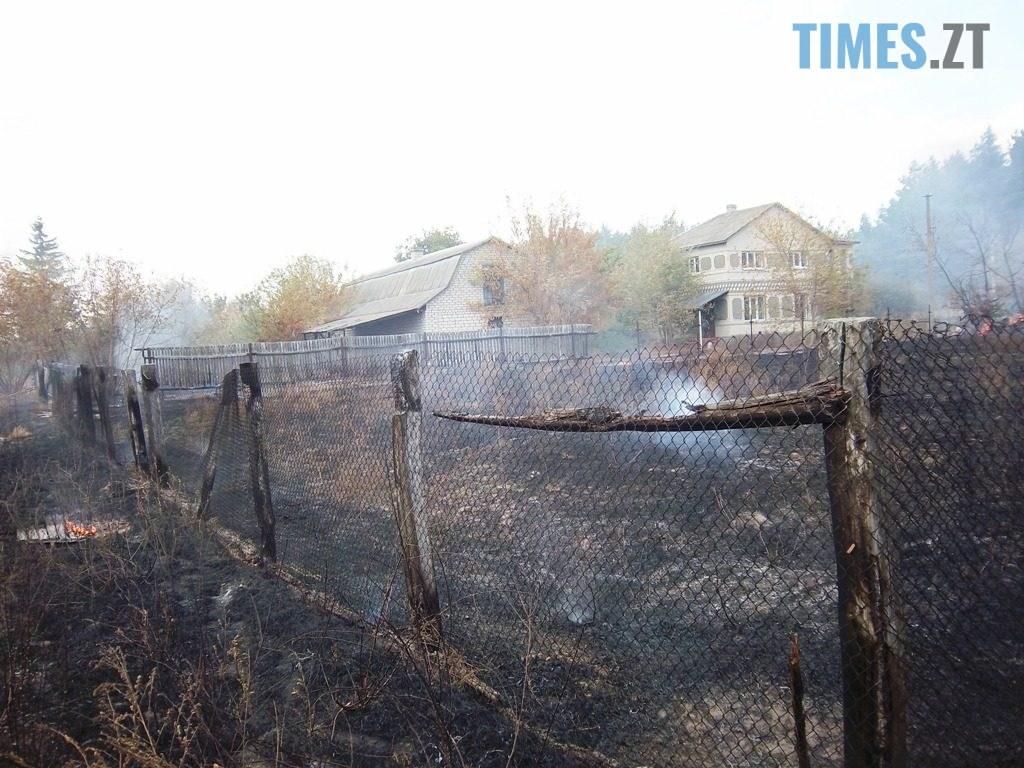 100 4648 1024x768 - Житомирщина: під час спалювання сухостою чоловік підпалив 5 приватних домоволодінь (ФОТО)