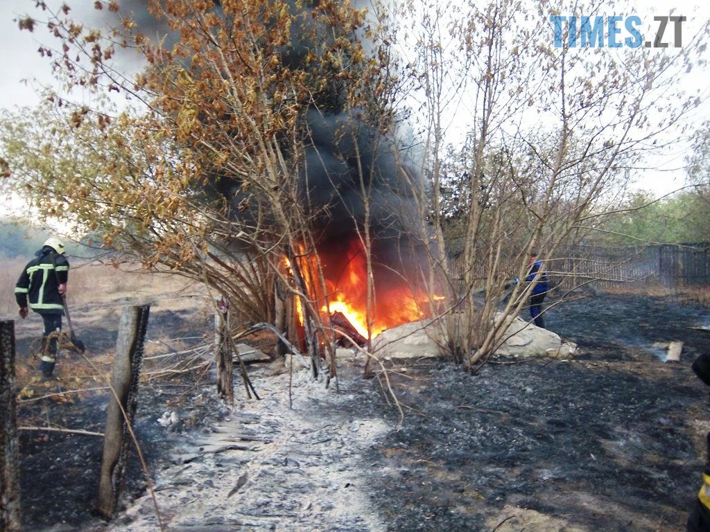 100 4656 1024x768 - Житомирщина: під час спалювання сухостою чоловік підпалив 5 приватних домоволодінь (ФОТО)