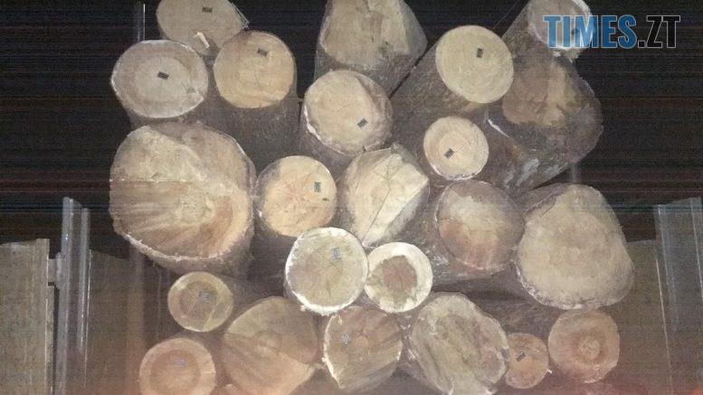 """11 44 11  777x437 - На Житомирщині затримали вантажівку вщент набиту """"лівою"""" деревиною"""