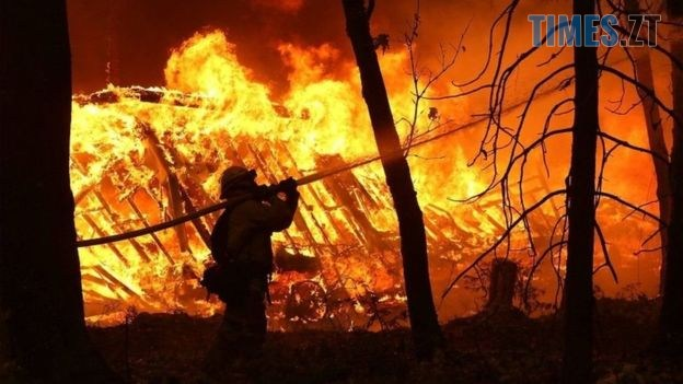 3 4 1 - На Житомирщині масштабна пожежа знищила 8 будівель, є постраждалі
