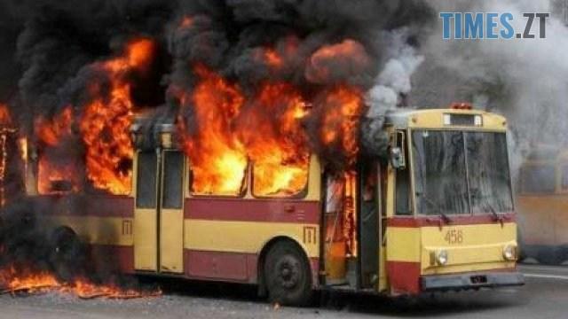 """84e8058013debb035fc62220be2f03fc - У Житомирі на зупинці """"Гідропарк"""" палає тролейбус, людей евакуюють через вікна (ОНОВЛЮЄТЬСЯ)"""