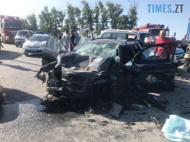 IMG 2242 - Житомирщина: унаслідок зіткнення вантажівки з легковиком 5 пасажирів постраждали, а водій загинув (ФОТО)