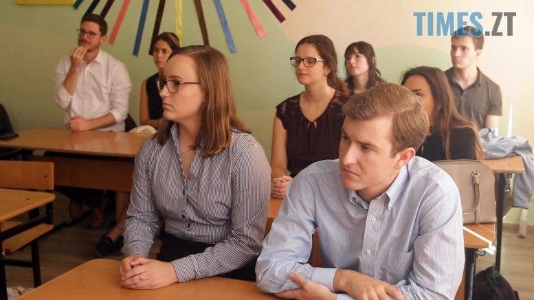 volontery 777x437 - Американці вчать бердичівських дітей англійській мові (ВІДЕО)
