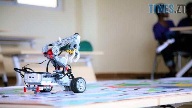 "1 LfjC S3CX1BFE 2sJKoHEA 777x437 - Житомирянок запрошують взяти участь у першому в Україні ""Robotics Festival for Girls"""