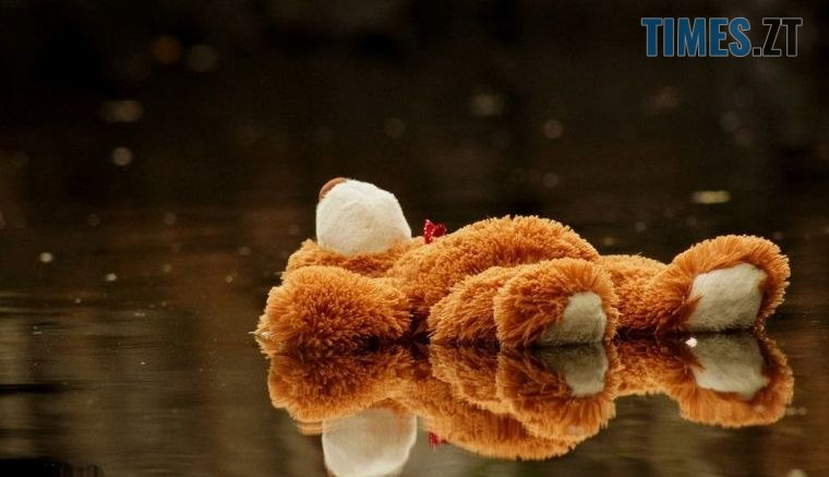 66 original 760x437 - На Житомирщині неадекватна жінка скинула маленьку дитину з мосту в крижану воду, - соцмережі (ВІДЕО)