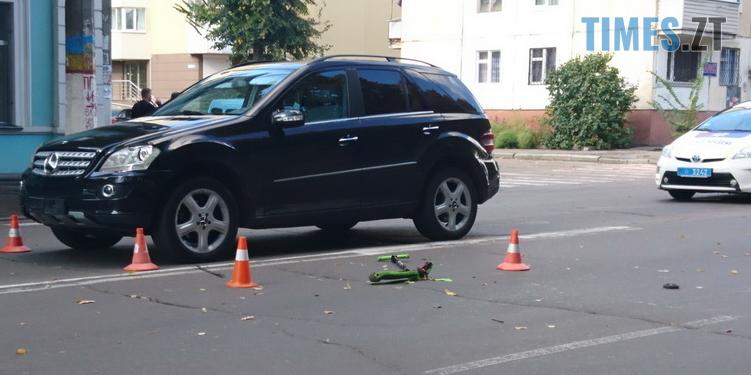 Screenshot 19 - У центрі Житомира водій на Mercedes збив молоду родину, дитина та батько в лікарні