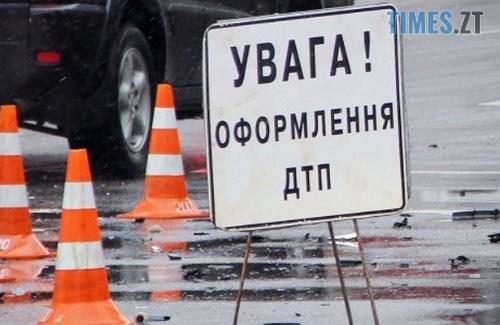 dtp zbulu lyduny - У Житомирі легковик на великій швидкості влетів у зупинку, є постраждалі (ВІДЕО)