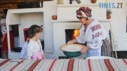 pich 2 260x146 - Домашня випічка в печі – наука для дітей у селі Кустин (ВІДЕО)