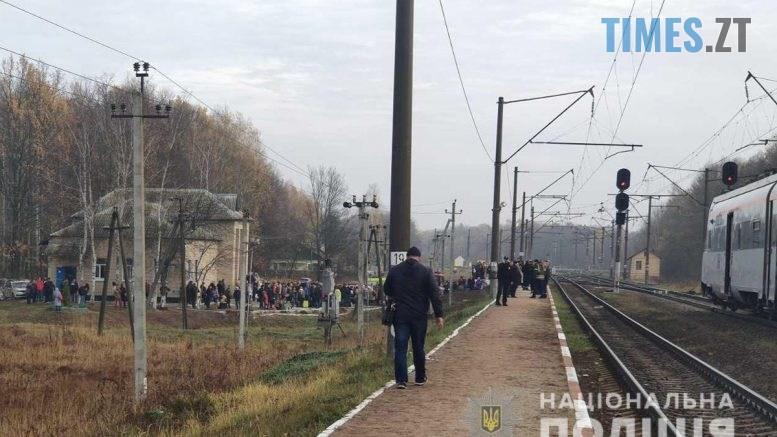 1 2 777x437 - Під Коростенем евакуювали людей з потяга, правоохоронці шукають вибухівку