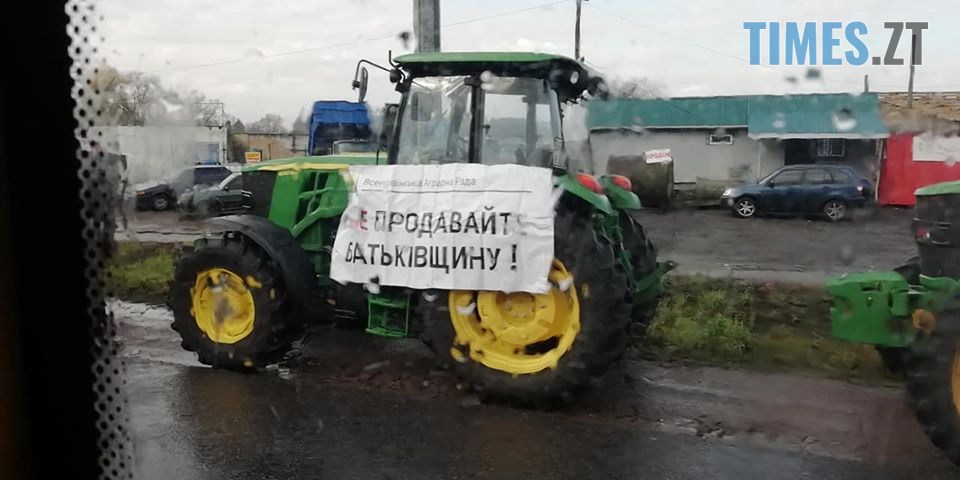 """74627055 2461537700626628 4921882528073121792 o - """"Не продавайте Батьківщину!"""": мітингувальники перекрили трасу Житомир-Бердичів (ФОТО)"""