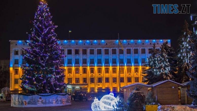 img1573734959 777x437 - Житомир: 17-метрову ялину, яка прикрашає територію поблизу 25 ліцею, зріжуть для святкування Новорічних свят