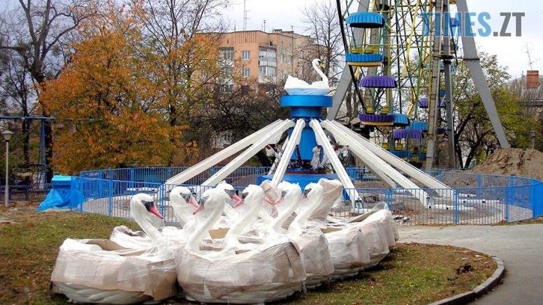 """olll 777x437 - У Житомирському парку встановлюють новий атракціон """"Лебеді"""" (ФОТО)"""