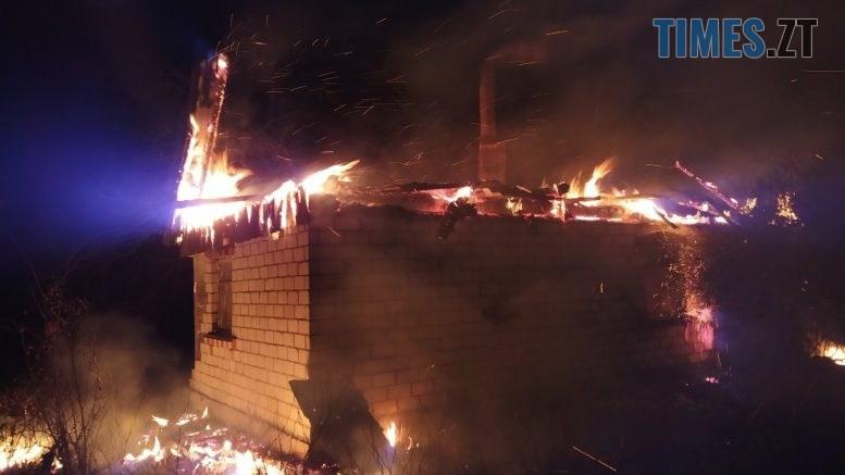 02 777x437 - Лише за одну добу надзвичайники ліквідували дві пожежі у приватних будинках Житомирщини  (ФОТО)