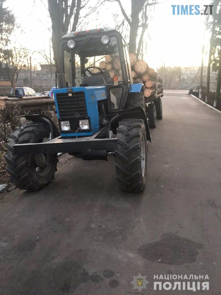 08 03 29 s 768x1024 - На Олевщині правоохоронці затримали трактор, повністю набитий деревиною невідомого походження