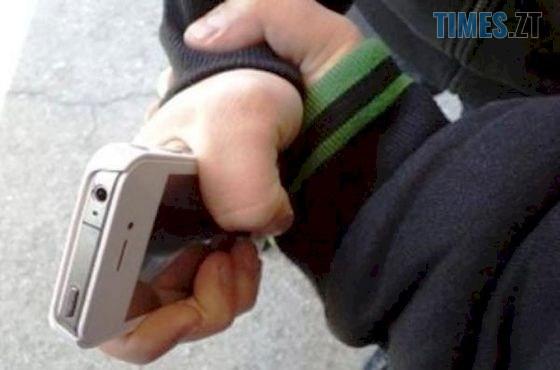1521835146 001 - У Бердичеві грабіжник посеред вулуці вихопив у дитини телефон і втік