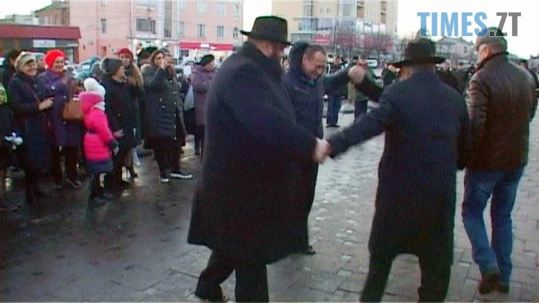 Still1212 00000 3 777x437 - Ханука у Бердичеві – весела  народна традиція (ВІДЕО)