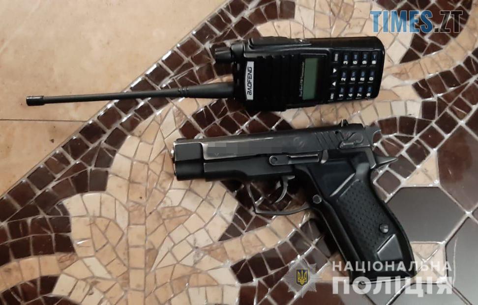 pistolet2 - Житомирські спецпризначенці затримали під столицею озброєну банду розбійників (ФОТО)