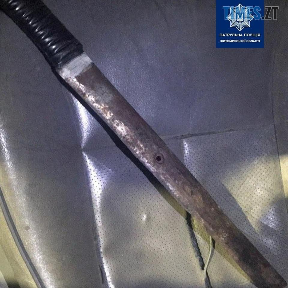 """82223460 1069818730021232 4324770744081842176 n - У центрі Житомира патрульні затримали водія """"Мерседеса"""" із холодною зброєю в салоні"""